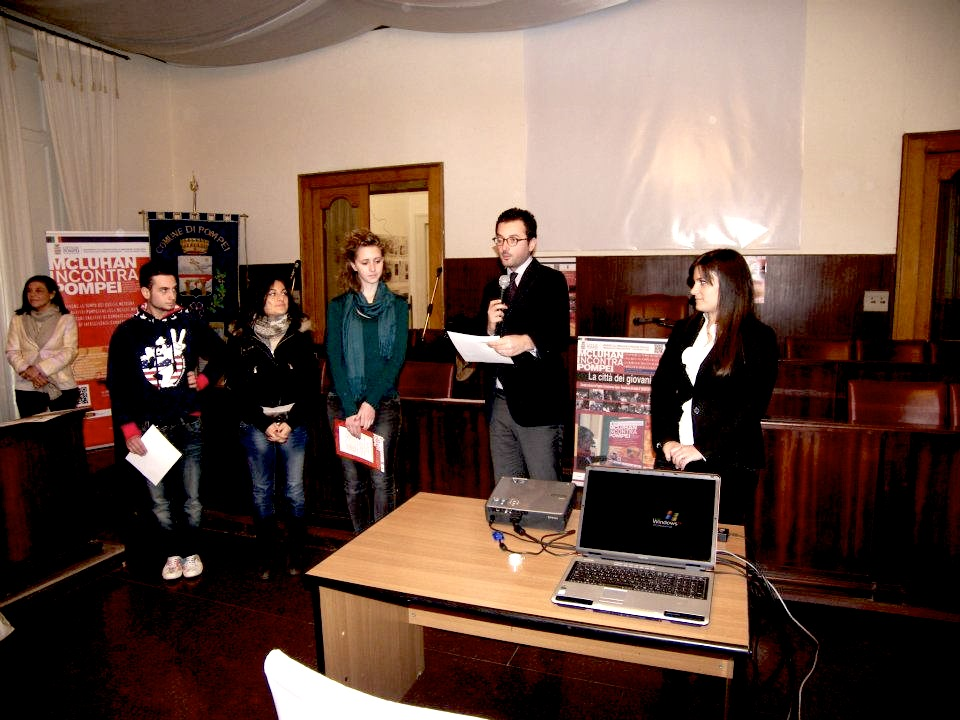 Vice-Mayor Claudio Alfano and the students